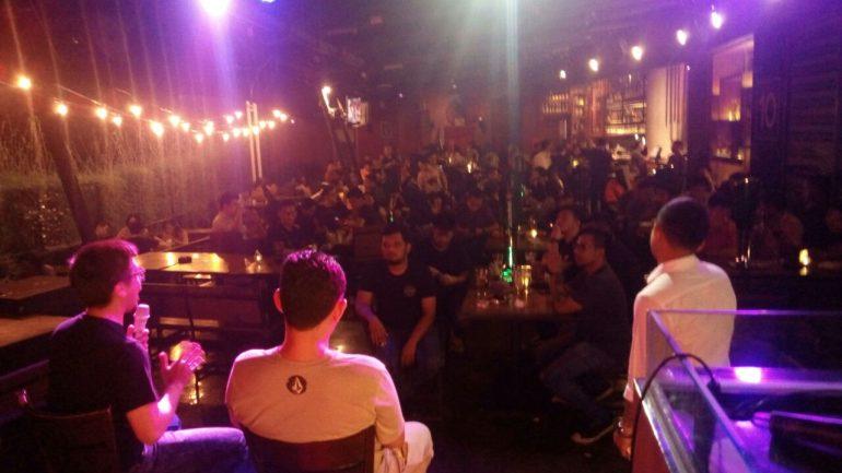 senior DJ Zidenk sirait dari label Nusoul dan M.Hari Akbar dari thams Indonesia berbagi pengalaman kepada DJ sekota medan dalam acara Chill and Mix